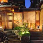 石段を上がり暖簾をくぐるとお客様だけの「京のひととき…」
