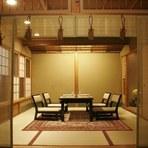 それぞれに趣の異なる、大小5部屋の個室座敷を用意しています。