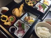 お刺身、焼き物、天ぷら、等々みよたの松華堂弁当。お昼の接待にいかがですか