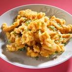 細切りタイプで食べやすい『鶏のから揚げ』は仕上げに山椒塩を