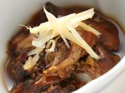 有馬山椒を加え、甘辛く煮ています。噛み締めるたびに、口いっぱいにうなぎの旨みがひろがります。
