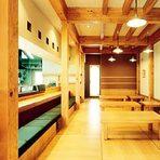 個室やカウンターなど、利用シーンに応じたスペースで