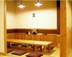 宴会におすすめの飲み放題付きコースです。個室席は4名~40名様までご用意しております。