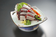 千倉産 花料理の一つ。キンセンカ、キンギョソウ、葉の花が入った天ぷらです。