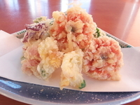 名物 花料理の一つ。キンセンカ、キンギョソウ、葉の花が入った天ぷらです。(1月~3月まで)