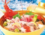 これが最高峰 キングオブ丼。外房産伊勢海老の大サイズと地魚入りの10種類以上。お二人様でも召し上がれます。