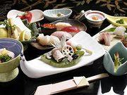 四季の食材を洗練された技で織りなコース料理を各種ご用意しております。(お写真は5000円会席)