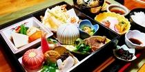 旬彩弁当  ランチ時予約制 20食限定     デザート、ドリンク付* 季節により内容異なります
