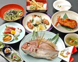 お誕生日、お顔合わせ等のお祝い事に最適の料理です。 ロブスター抜きだと5400円!!