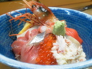 海鮮をふんだんに使い、うに、いくらも入ったスペシャル太巻きです。