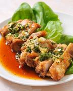若鶏の揚げ特製ソースかけ (小皿2名)
