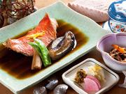 金目鯛煮付・茶碗蒸し・小鉢・御飯・味噌汁・御新香