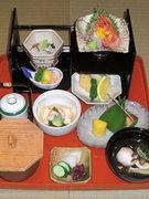 先付、お椀、造り、焼物、煮物、揚物、茶碗蒸し、御飯、香の物