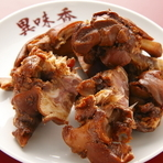 10種類以上の香辛料と秘伝のタレで煮込んだ『中華豚足』