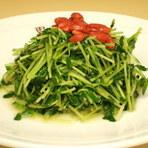 豆苗(とうみょう)炒め。エンドウ豆の新芽で柔らかい食感。
