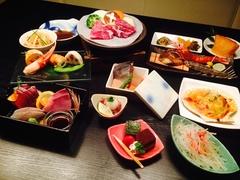 お一人様お一つずつ。 但し、殻付きホタテ、いなり寿司は大皿でお出しします。