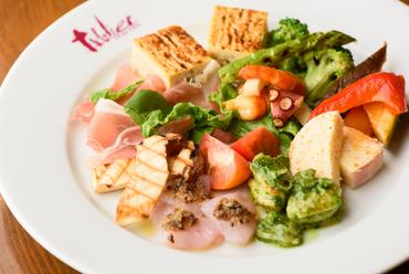 旬の野菜に魚やチーズ。ワインにぴったりな『前菜盛り合わせ』