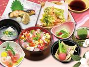 季節の小鉢、バラちらし寿し、日本海の刺身盛、焼物、地魚のうしお汁、旬菜と地魚のちり蒸し、さくらもち