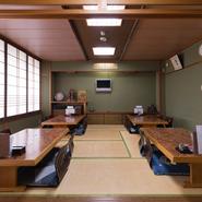 福井市松本の【やっこ 本店:現在はありません】で修業した祖父が、のれん分けで昭和23年(1948)に創業。3代続いている老舗です。地元で長年愛され続けている、老舗の味を堪能できます。