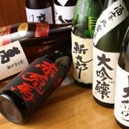 長野、信州の地酒は、当店のお料理とよく合います。ヒレ酒や岩魚骨酒などもご用意しておりますので、お好みのお酒でお愉しみ下さい。