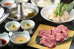 厳選された国産和牛のしゃぶしゃぶをメインに当店の季節感溢れる料理とともにお楽しみください。