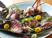 旬の珍しい魚介を味わえます。