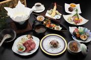 大人気ちゃんこ鍋(中華そば付)・若鶏の唐揚げ・お寿司・枝豆又は小鉢