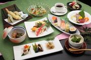 小鉢・牛肉のタタキ・本日のお造り盛合せ・にぎり寿司(各自)・天ぷら盛合せ・小鍋ちゃんこ(各自)焼そば