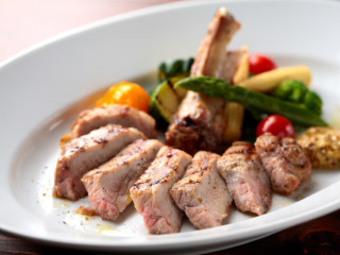 お肉料理or魚料理が選べるボリュームたっぷりのコースです。