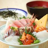 旬の地魚など9品を贅沢に盛り込んだ『特上 ちらし寿司』