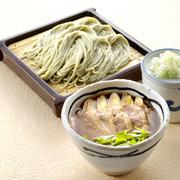 個性際立つつけ汁は、そばを食べた後 そば湯で割ってスープとしても楽しめます。  みどりのピリ辛鶏つけそば   ¥1,123 鴨南蛮つけそば        ¥1,123