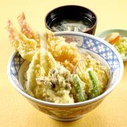 ご飯は新潟県産コシヒカリを100%使用。 ミニ丼とおそばのセットもございます。  ソースカツ丼  ¥928 カツ丼     ¥907 天丼      ¥1,101 上天丼     ¥1,317 親子丼     ¥885