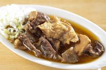 【三平】に来たならぜひ味わいたい名物料理『特製牛煮込』