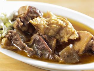 創業以来の味を守り、お客様に長く愛されている『特製牛煮込』