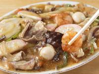 鮮魚にホルモン、『牛煮込』など【三平】ならではの料理を満喫