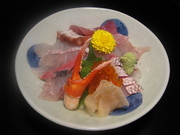 礁の大人気の丼ぶり。10種類以上のねたがのって見た目も鮮やか!銚子の海の幸をふんだんにご賞味下さい。