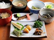 さまざまな山の幸をいただける定食。季節の山菜を中心に、旬の素材を心ゆくまで楽しめます。