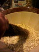 ざる蕎麦もかけ蕎麦も、すり鉢による粗挽き粉が入りますが、苦手な方は抜くことも出来ます。