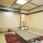 中小個室や掘り込み席もご用意、気楽にそしてお値打ちに。