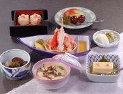 かにぞうすい 、かに豆腐、ズワイかに酢、煮物小鉢、かにしゅうまい、デザートまたはフルーツ