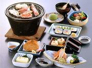 かに豆腐、かに造り、かにサラダ、しゅうまい、甲羅揚げ、ご飯・香の物/かに太巻、みそ汁、デザート