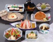かに豆腐、小鉢、かに酢、かにサラダ、かにグラタン、かに甲羅揚げ、ご飯・香の物、みそ汁、デザート