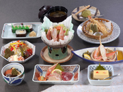 小鉢、かに豆腐、かに酢、お造り盛り合わせ、かにサラダ、ミニすき、かに天婦羅、かに太巻寿司、デザート