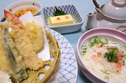 蟹めし、かに豆腐、天婦羅、お出汁、デザートのセットとなります。  蟹めしはそのままでも、お出汁をかけ出汁茶漬けでもと、一度に二度美味しいランチとなっております。 **日・祝OK!ランチです**