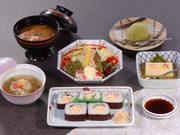 かに豆腐、かにサラダ、日の出あんかけ、みそ汁、デザート 日祝OK!ランチです。