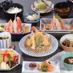 充実した内容で評判のかに会席です、プラス350円でご飯が太巻3貫に、550円で太巻5貫に替ります。
