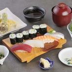 カウンター席でお得なお寿司ランチ(1050円~)。土日祝日も営業