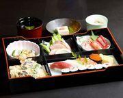 お手ごろ価格で格式のある仕出し料理を お楽しみいただけます。  ※白飯をお寿司に+950円で変更