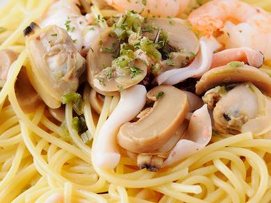 クリームソースに魚介がたっぷりの『北海道づくしパスタ』