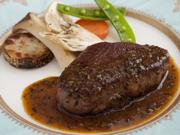 信州の豊かな風土で育った牛肉にトリフのソースがかかったゴージャスな逸品